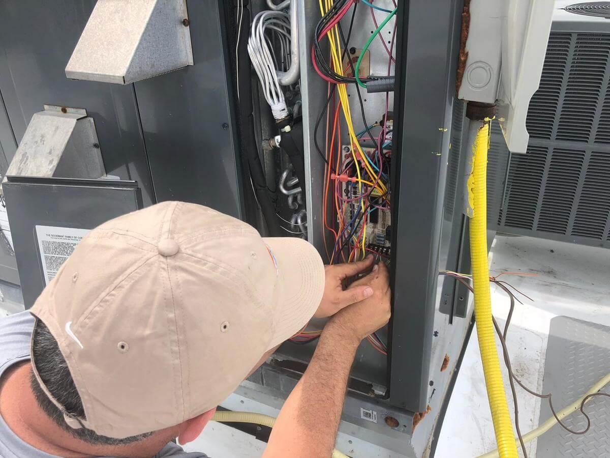 https://hvacofatlanta.com/wp-content/uploads/2020/07/furnace-installation.jpeg